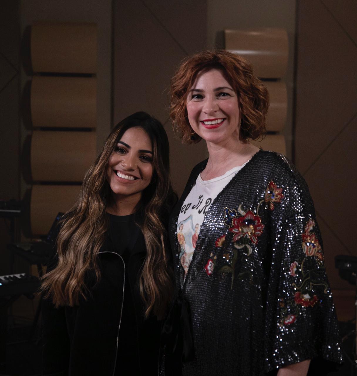"""Gabriela Rocha lança """"Love Has a Name"""" em parceria com Kim Walker"""