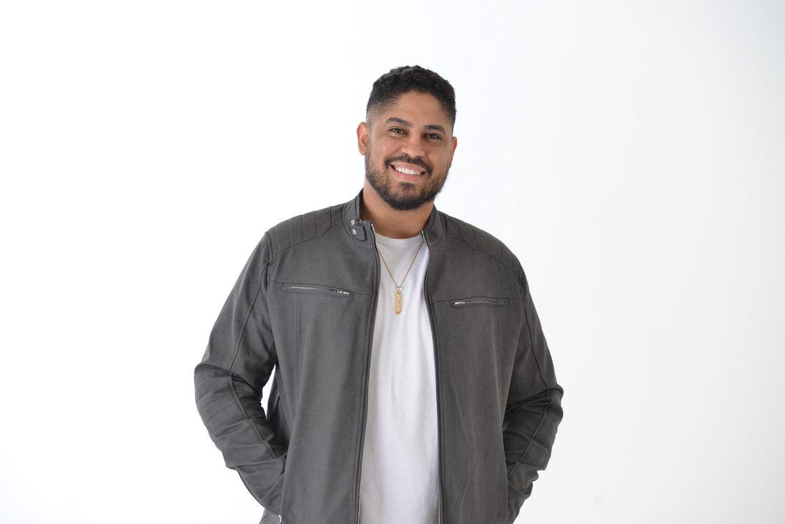 """Douglas Nascimento estreia na Central Gospel Music com a canção """"Vem Com Tua Presença"""""""