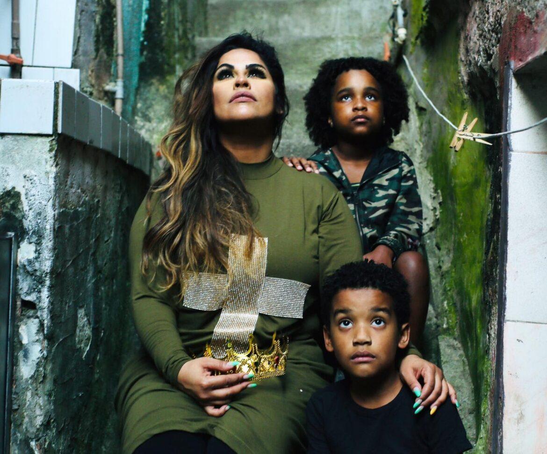 Da ROCINHA para o mundo com ME RENDO A TUA GLÓRIA, o próximo lançamento de Michelle Nascimento