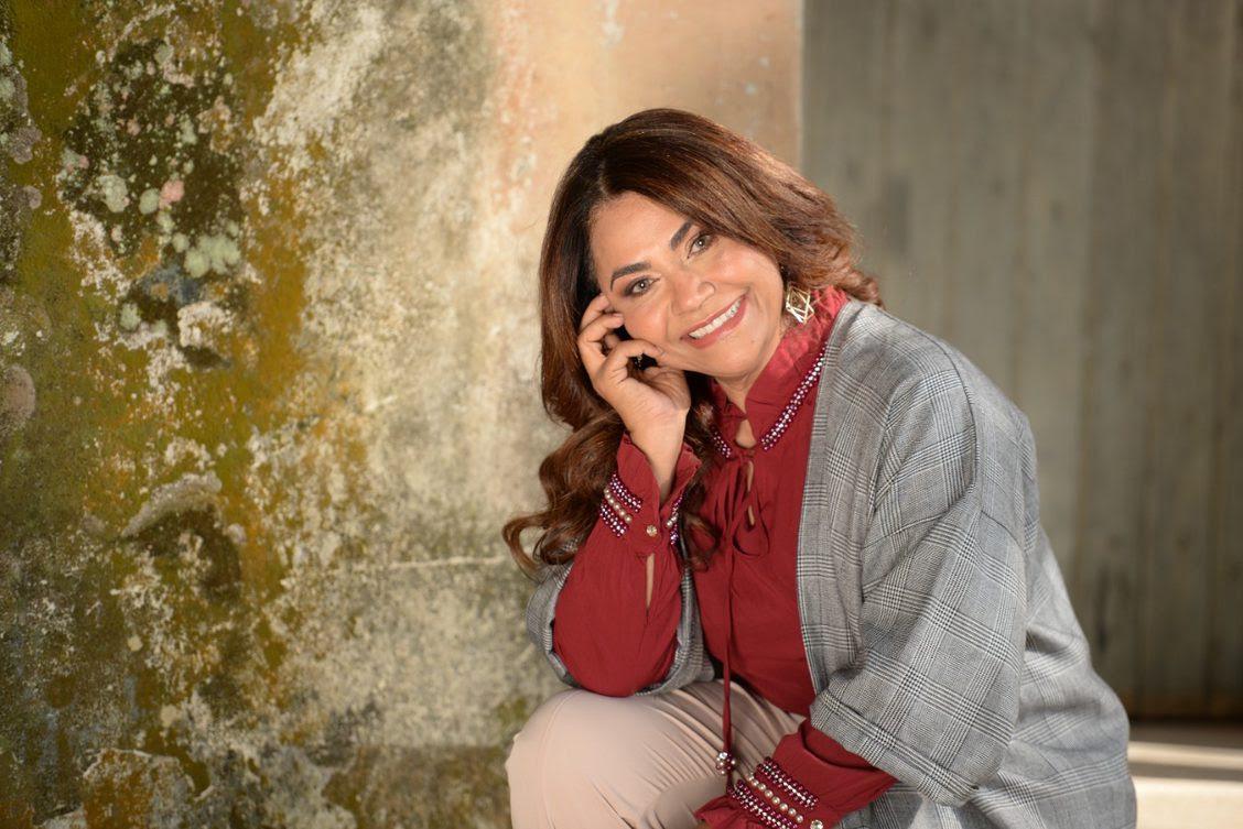 """Escrita por Tony Ricardo, """"Inexplicavelmente"""" é a nova música de trabalho de Raquel Mello"""