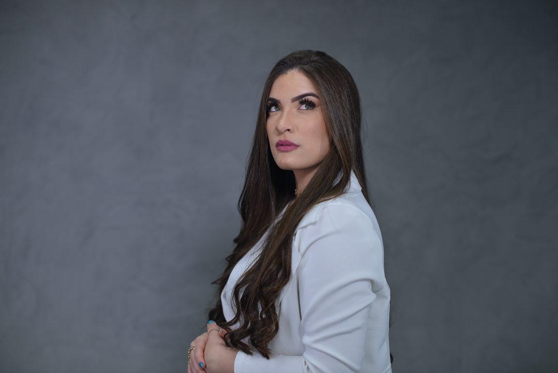 """Isabelle Dias lança o single """"Lavar Teus Pés"""" com produção de Filippe Trindade"""